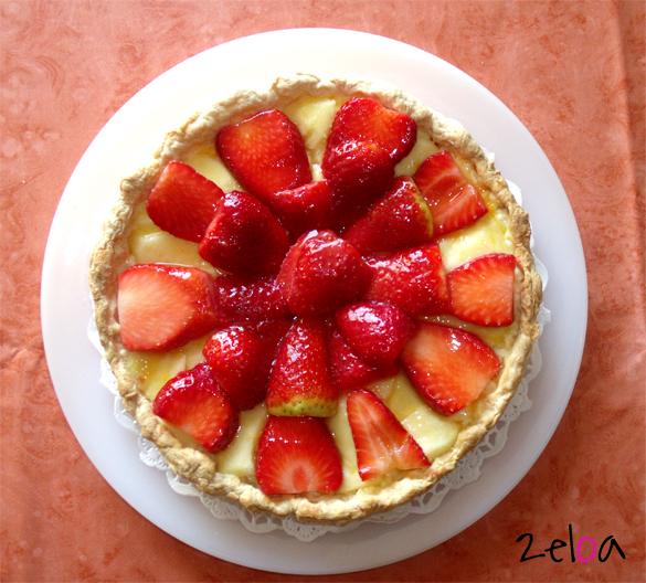 Tarta de hojaldre con crema pastelera y fresas - www.2eloa.com