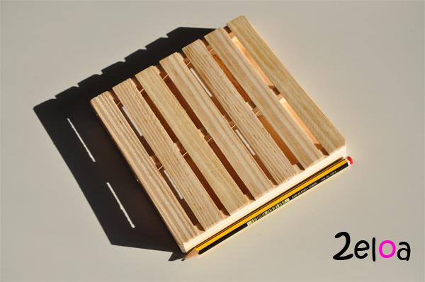 Salvamanteles con forma de palé hecho con maderas recicladas - www.2eloa.com